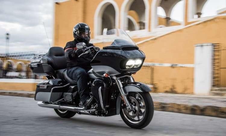 A Road Glide Ultra conjuga nariz de tubarão, conjunto de malas e som - Harley-Davidson/Divulgação