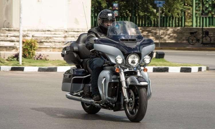 A Ultra Limited tem carenagem asa de morcego com abertura para ventilação - Harley-Davidson/Divulgação