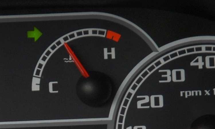 Motorista deve ficar atento ao marcador de temperatura, que deve ficar com o ponteiro no meio - Juarez Rodrigues/EM/D.A Press