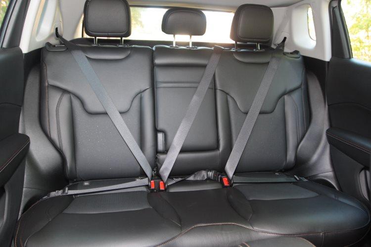 Banco traseiro proporciona conforto para até dois passageiros - Jair Amaral/EM/D.A Press