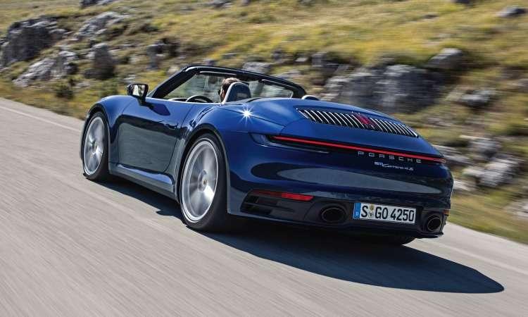 Na traseira, destaque para o defletor de ar e a faixa luminosa que se estende de uma lanterna a outra - Porsche/Divulgação