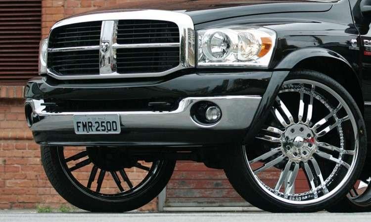 Para substituir as rodas e pneus é preciso respeitar as medidas determinadas pelo fabricante - João Montovani/Full Power/Divulgação