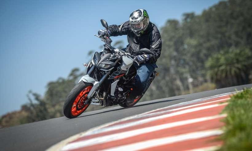Yamaha MT-09 chega com visual mais moderno, muita eletrônica e mesmo motor