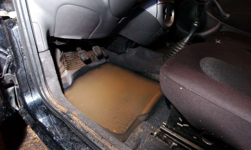 Seu carro 'nadou' nessa enchente? Saiba quanto custa a manutenção básica