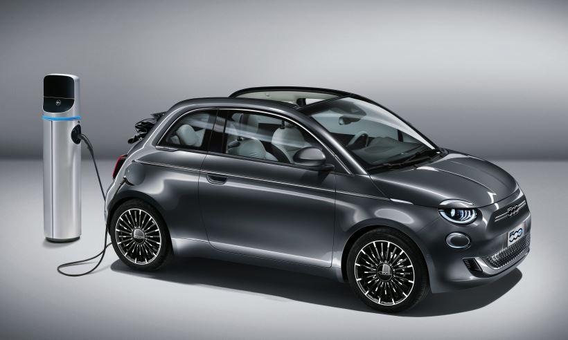 Terceira geração do Fiat 500 elétrico tem autonomia de até 320 quilômetros