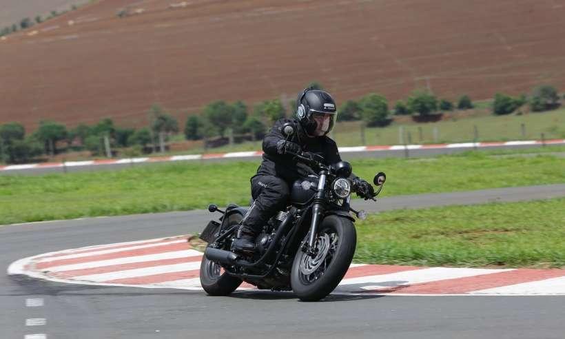 Nova Triumph Bonneville Bobber Black: fidelidade ao estilo, mas sem brilho
