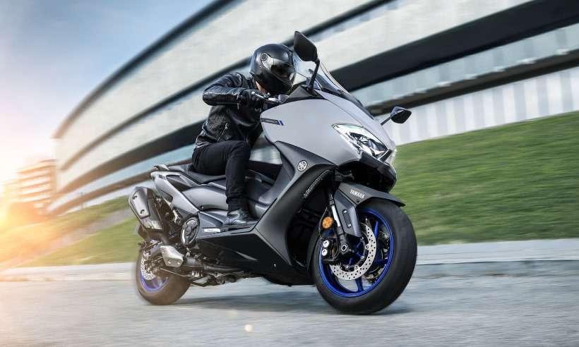 Yamaha TMax 560: scooter urbano ficou maior e ainda mais potente