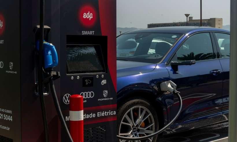 Projeto promete instalar 30 eletropostos para recarga de veículo elétricos