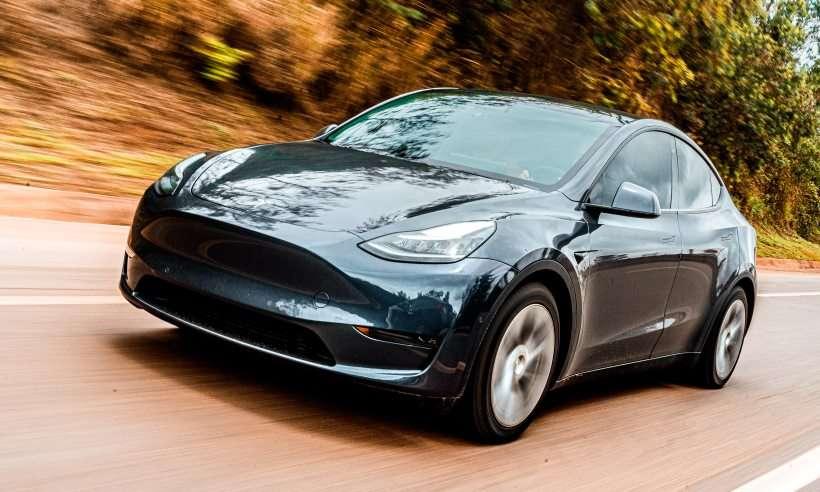 Testamos o único Tesla Model Y de Minas Gerais, o SUV elétrico que voa baixo e anda sozinho