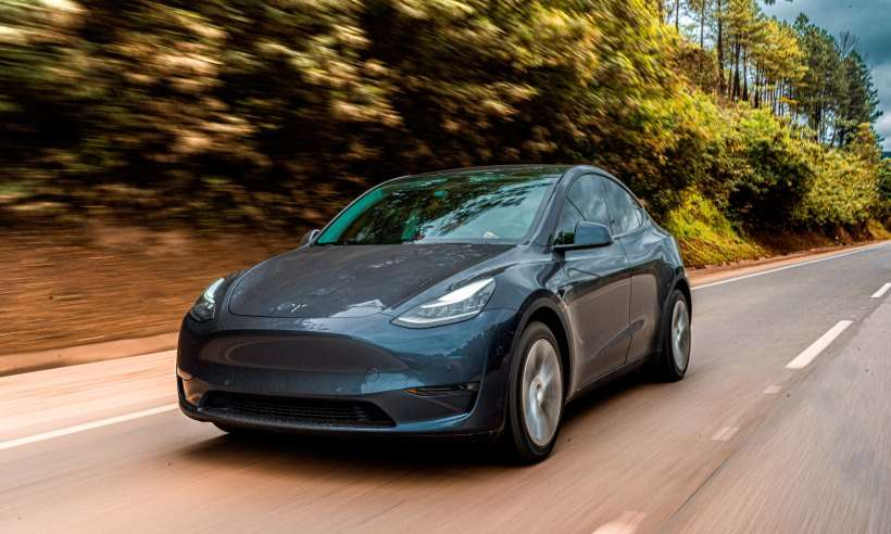 Dirigimos o Tesla Model Y e mostramos para vocês os detalhes do elétrico autônomo