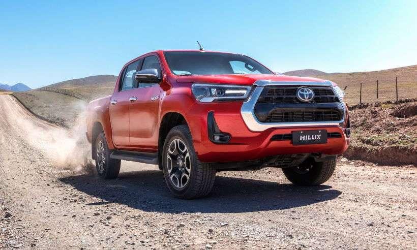 Toyota Hilux ganha reestilização discreta e já passa dos R$ 240 mil