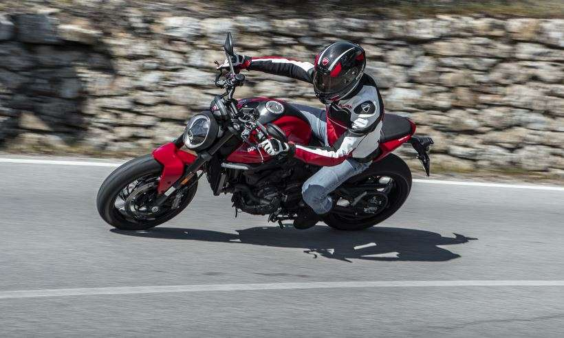 Nova Ducati Monster 937 mantém estilo tradicional, mas ganha motor 'maior'